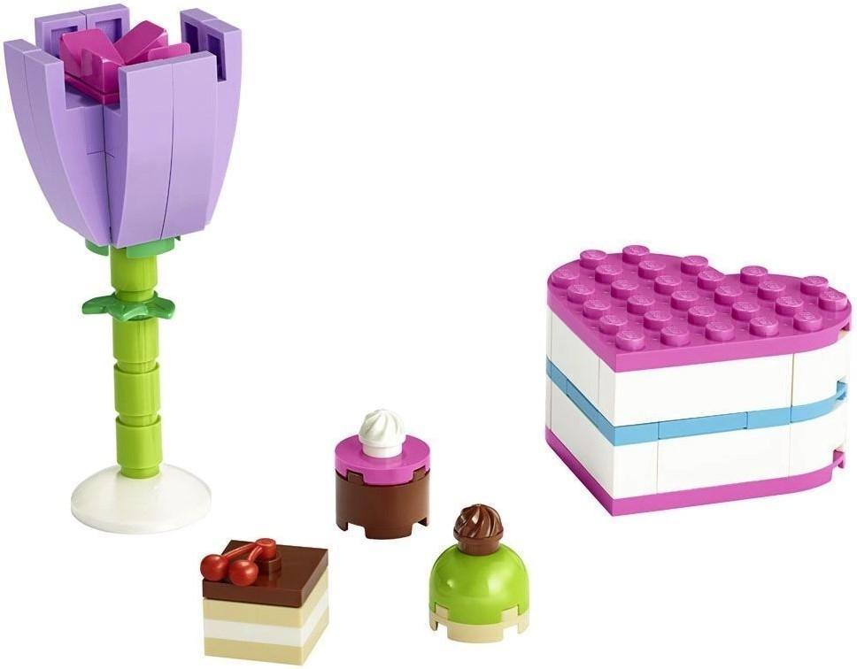 Цветок и коробка конфет